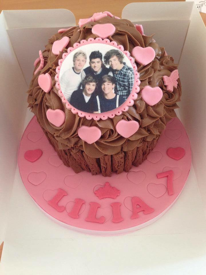 Awesome Giant Cupcakes Tewkesbury Cupcakes Funny Birthday Cards Online Inifodamsfinfo